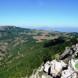 θέα από Γρεβενό προς Αλύκαινα και οροπέδιο Λιβαδιές