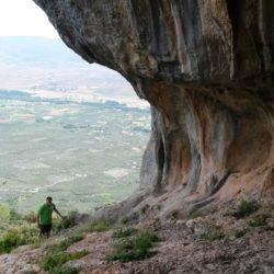 στις Γραμμένες Σπηλιές (πάνω από τις Κομποτάδες)